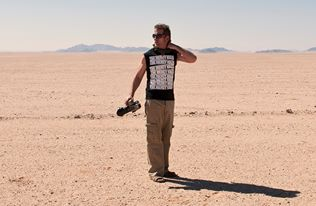 Christopher Rimmer in the Namib Desert in 2013. Pic by Nico van Rensburg.